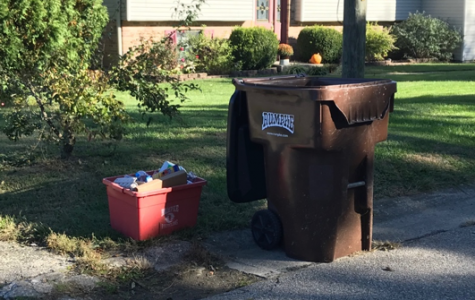 Trash, but not recycling, has been picked up at an Oxford residence at mid-morning on a recent Tuesday (trash day). <em>Photo by Madeline Mitchell</em><br>