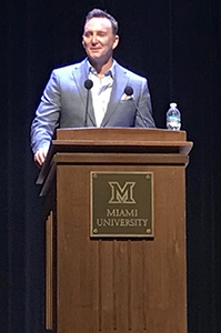 <strong> </strong>Fashion guru Clinton Kelly lectures about fashion and self-esteem April  8 in Hall Auditorium. <em>Photo by Caroline Roethlisberger</em>