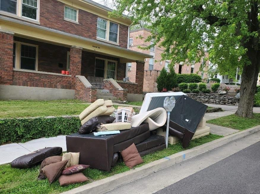 Rain-soaked+couches+and+pillows+litter+the+curb+on+South+Campus+Avenue.+%3Cem%3EPhoto+by+Blake+Boyd%3C%2Fem%3E