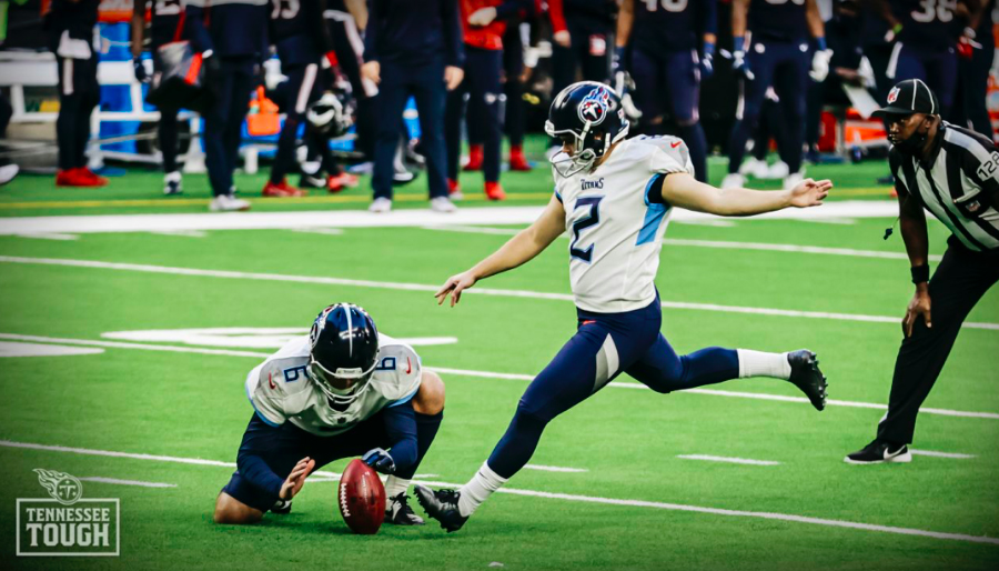 Rookie kicker Sam Sloman hits the final kick of the game as time expires, leading the Titans to a 41-38 victory over Houston.