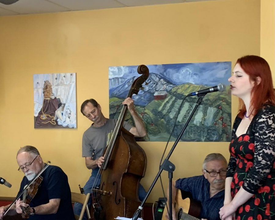 Oxford Folk Jazz played for the first time since the start of the pandemic, featuring (from right) Lara Thurston on vocals, Jim Dynes on guitar, Fred Hautau on bass, Frank Fitch on fiddle and Zach Davis on ukulele.
